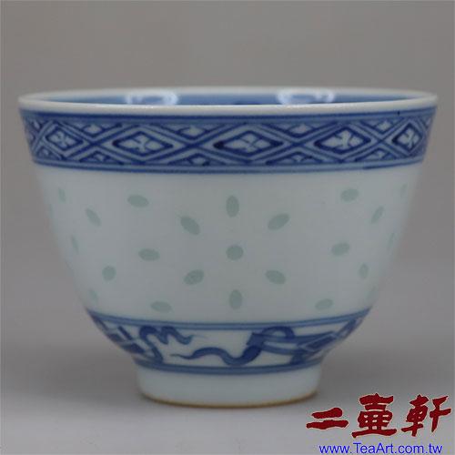 60年代景德鎮出口瓷大米粒無金邊青花玲瓏內菊花底款玩玉茶杯